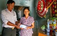 """Quỹ Tấm Lòng Vàng trao tiền bạn đọc hỗ trợ 2 """"cảnh đời"""" tại Khánh Hòa"""