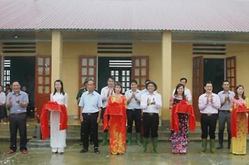 Công đoàn Ngân hàng Chính sách xã hội góp sức cho học sinh Hà Giang ngày vui tựu trường