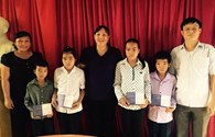Quỹ Tấm Lòng Vàng Lao Động trao sổ tiết kiệm hơn 11 triệu đồng đến 4 đứa trẻ mồ côi ở Hà Giang