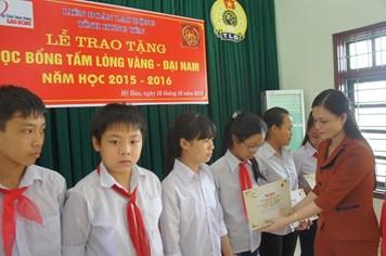 Trao học bổng, nâng bước học trò nghèo tỉnh Hưng Yên