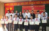 Trao học bổng Tấm lòng vàng - Đại Nam cho học sinh nghèo hiếu học tại Kiên Giang