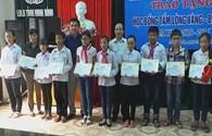 """LĐLĐ tỉnh Ninh Bình:  Trao quà từ """"Học bổng Tấm lòng Vàng – Đại Nam"""" cho 10 học sinh học giỏi"""