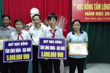 Trao 12 suất học bổng Tấm Lòng Vàng – Đại Nam tại Đồng Nai