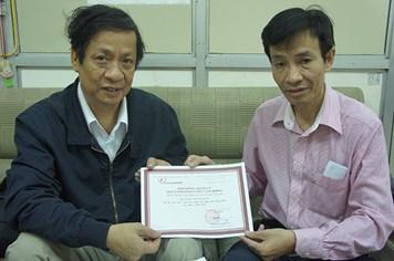 Tiếp nhận 1.000 euro của kiều bào Việt Nam tại Áo