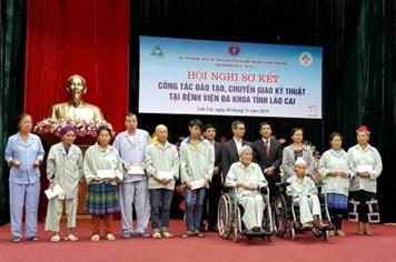 Prudential Việt Nam tặng 30 suất quà, hỗ trợ viện phí cho người nghèo