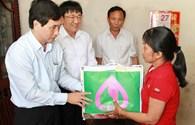 Ngân hàng Chính sách xã hội tặng quà tới hộ nghèo tỉnh Đắc Lắc