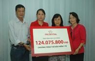 Prudential Việt Nam trao tặng gần 700 thẻ bảo hiểm y tế cho hộ cận nghèo