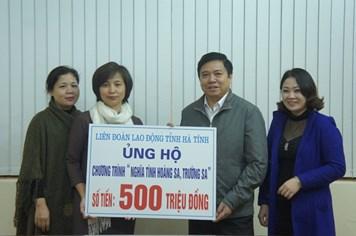 """CNVCLĐ tỉnh Hà Tĩnh ủng hộ 500 triệu đồng tới chương trình """"Nghĩa tình Hoàng Sa, Trường Sa"""""""
