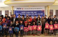 """BIDV tặng quà """"chắp cánh ước mơ"""" học trò nghèo Vân Hồ"""