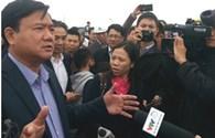 """Hàng trăm người dân """"quây"""" Bộ trưởng Thăng… đòi đường"""