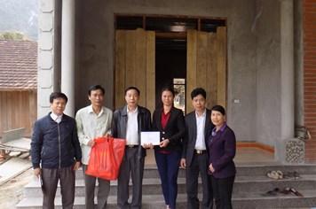 Quỹ Tấm Lòng Vàng hỗ trợ gia đình CNVCLĐ bị hỏa hoạn
