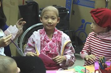 UT46: Không chốn nương thân, mẹ rửa bát thuê chữa bệnh ung thư cho con