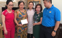 Chủ tịch Công đoàn Y tế VN động viên tập thể CBCNV Bệnh viện đa khoa Hoà Bình