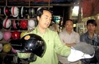 Đội mũ bảo hiểm rởm: Trách nhiệm đổ lên đầu dân