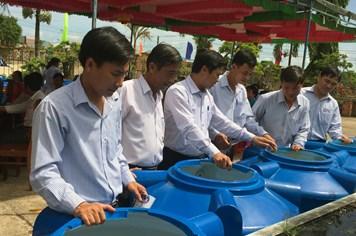 Quỹ Tấm lòng Vàng Lao Động: Rộn ràng lễ trao bồn nước cho người lao động vùng hạn mặn Bình Định