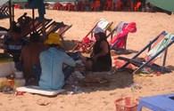 Người dân và du khách vô tư xả rác giữa thành phố du lịch Vũng Tàu