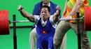 Khoảnh khắc Lê Văn Công nâng tạ giành HCV, phá kỷ lục Paralympics