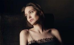 Angelina Jolie tưởng nhớ mẹ ruột qua đời vì ung thư vú