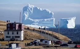 Thị trấn nhỏ hút du khách nhờ tảng băng trôi khổng lồ
