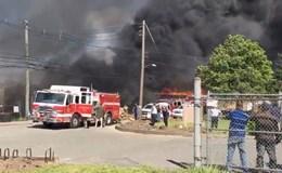 Máy bay Mỹ lao vào khu vực dân cư, bốc cháy dữ dội