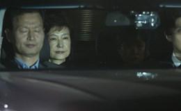 Cựu Tổng thống Park Geun Hye tự học tiếng Anh trong tù