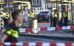 """""""Xe điên"""" lao vào đám đông ở nhà ga trung tâm Amsterdam"""