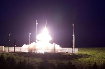 Mỹ công bố ảnh và video THAAD bắn chặn tên lửa đạn đạo tầm trung