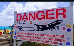 Mất mạng vì hiếu kỳ xem máy bay cất cánh ở khoảng cách gần