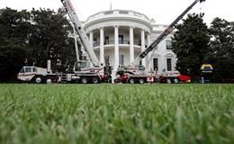 """Nhà Trắng """"sắp xếp lại phong thủy"""" nhân lúc ông Donald Trump đi nghỉ"""