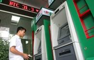 Tăng phí ATM, thiệt ai lợi ai