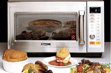 Dùng lò vi sóng nấu thức ăn có an toàn?