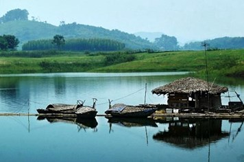 Vì sao cư dân lòng hồ thủy điện Thác Bà bị bỏ quên?