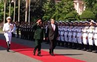Những hình ảnh đầu tiên của Bộ trưởng Quốc phòng Mỹ tại Hà Nội