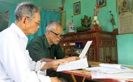 Hậu phương đầy nước mắt của hai người hùng tuổi 80