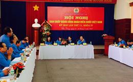 Đồng chí Đào Văn Ngọc – Phó Chủ tịch CĐ Viên chức VN nhận Huân chương Lao động hạng Ba