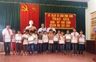 Ninh Bình: Tặng 1.000 suất quà cho học sinh gia đình chính sách, khó khăn