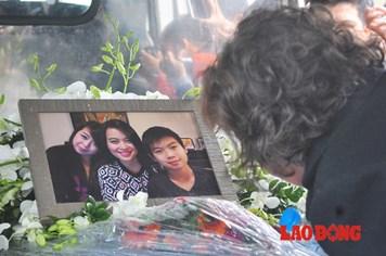 Chùm ảnh: Cuộc đón rước di hài 3 nạn nhân vụ MH17 đầy xót xa và đau đớn
