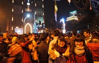 Hà Nội: Người dân đón Giáng sinh trong không khí lạnh