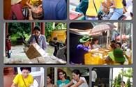 Nhìn lại những hình ảnh một thời lăn lộn đi từ thiện của Trang Trần