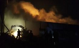 Thanh Hóa: Xưởng nguyên liệu chìm trong biển lửa, thiệt hại gần 20 tỷ đồng