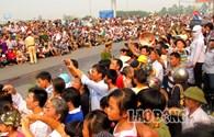 Đường cao tốc Thăng Long - Nội Bài: Hàng vạn người dân bên nhau tiễn đưa Đại tướng
