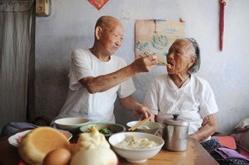 Lễ Tình nhân tuyệt vời của cặp đôi trăm tuổi