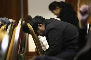 Những khoảnh khắc thân nhân hành khách MH370 đau đớn khi nhận hung tin