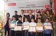 Trao 20 suất học bổng cho học sinh nghèo hiếu học