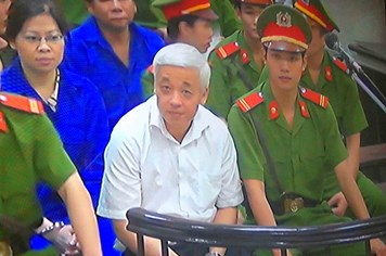 """Công bố toàn bộ cáo trạng """"bầu"""" Kiên, tạm đình chỉ vụ án đối với bị cáo Trần Xuân Giá"""