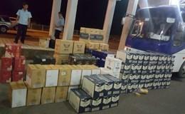 Quảng Trị: Bắt giữ hơn 1.000 chai rượu ngoại nhập lậu trên xe khách