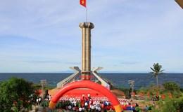 Cột cờ Tổ quốc cao gần 40 mét nổi bật giữa đảo Ngọc
