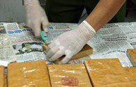 Bắt 3 đối tượng, thu giữ 13 bánh heroin tại nhà nghỉ