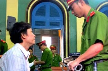 Y án sơ thẩm, nguyên nhà báo Hoàng Khương bị bắt tại tòa!