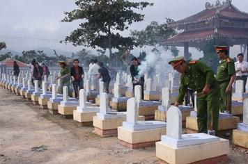 """Nghĩa trang """"quốc tế"""" Khe Sanh"""